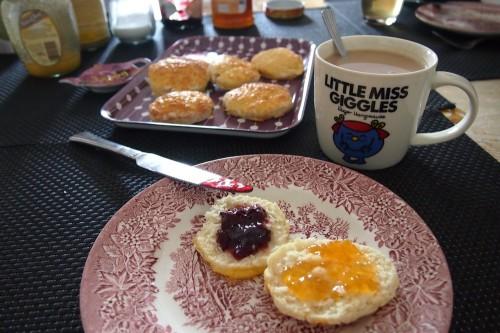 petit-déjeuner,scones,english breakfast,un goûter à londres,angleterre,england