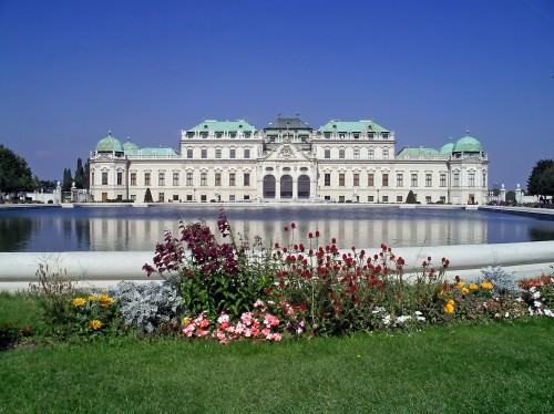 Wien, Belvedere, Lake_polarized.jpg